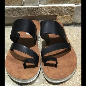 NEW!! Steve Madden, black, vegan leather slides
